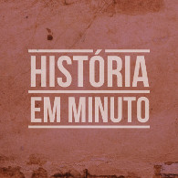 Imagem de uma parede, com fundo rosa. Centralizado, texto