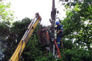 Equipes da Copel seguem trabalhando para restabelecer a energia em diversos municípios paranaenses.